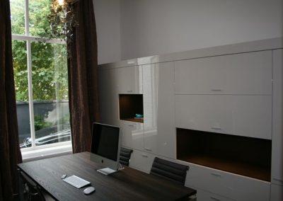 Wandkast thuiskantoor in hoogglans spuitwerk